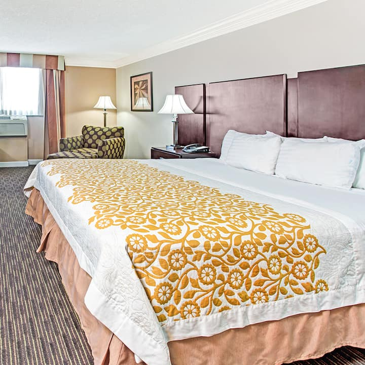 Save On Days Inn Hotel Deals AAA Discounts Other Deals - Does aaa have maps of the us