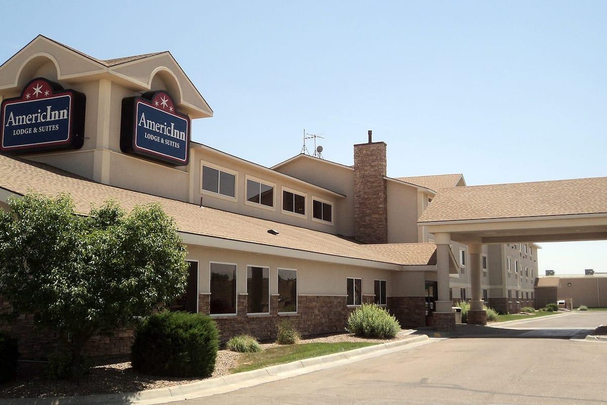 Exterior Of Americinn Lodge Suites Garden City Hotel In Kansas