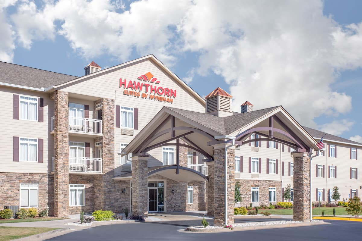 Exterior Of Hawthorn Suites By Wyndham Conyers Hotel In Georgia