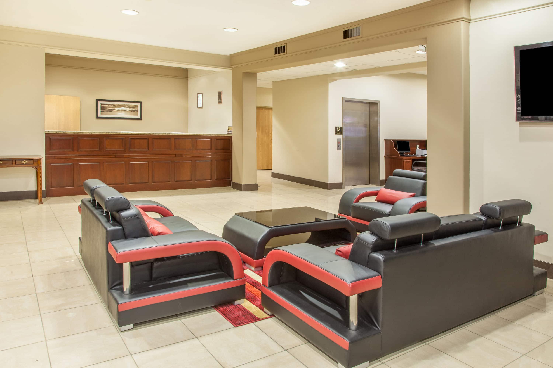 Hawthorn Suites By Wyndham Bloomington Hotel Lobby In Bloomington, Illinois