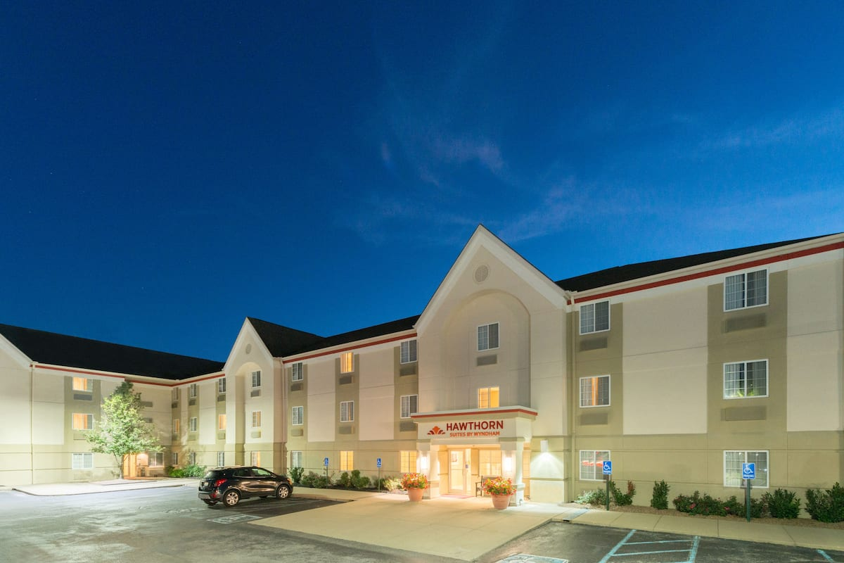 Exterior Of Hawthorn Suites By Wyndham Louisville Jeffersontown Hotel In Kentucky