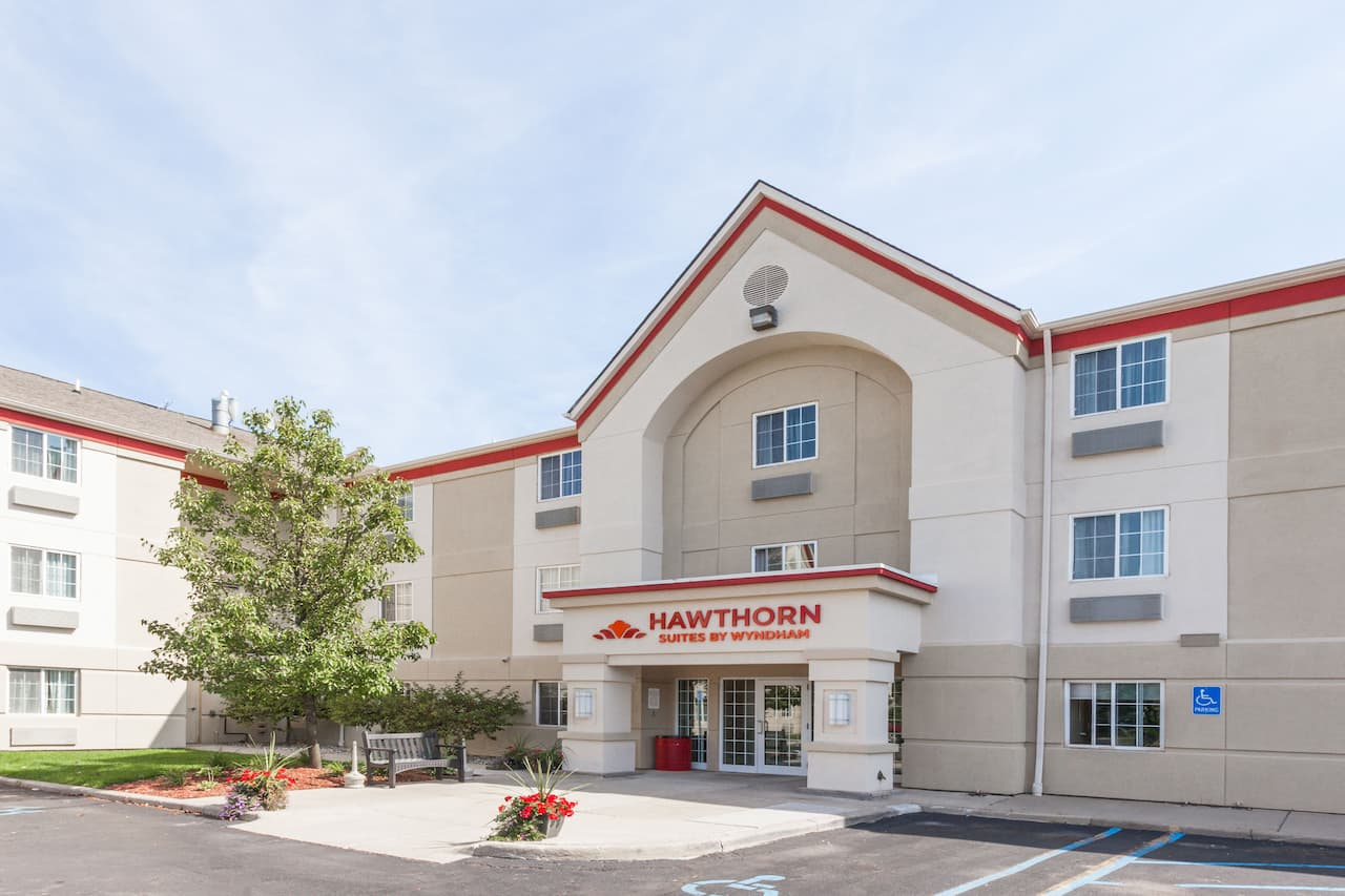 Hawthorn Suites by Wyndham Detroit Auburn Hills in  Windsor,  Ontario