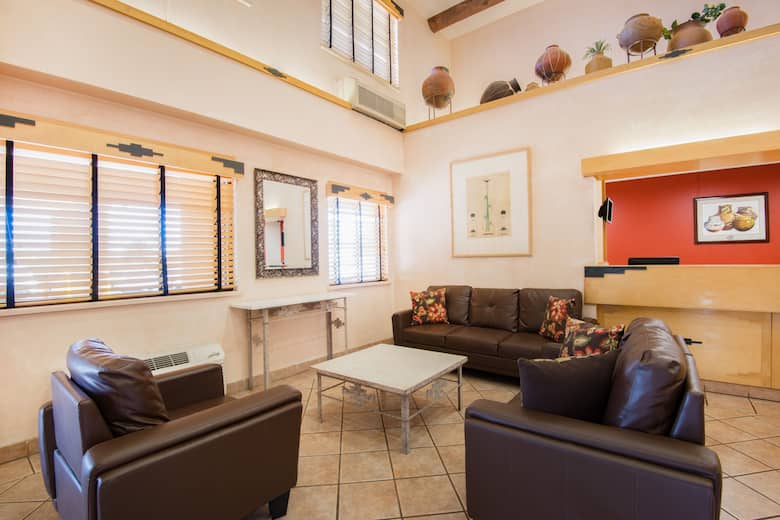 Hawthorn Suites By Wyndham Albuquerque Hotel Lobby In New Mexico