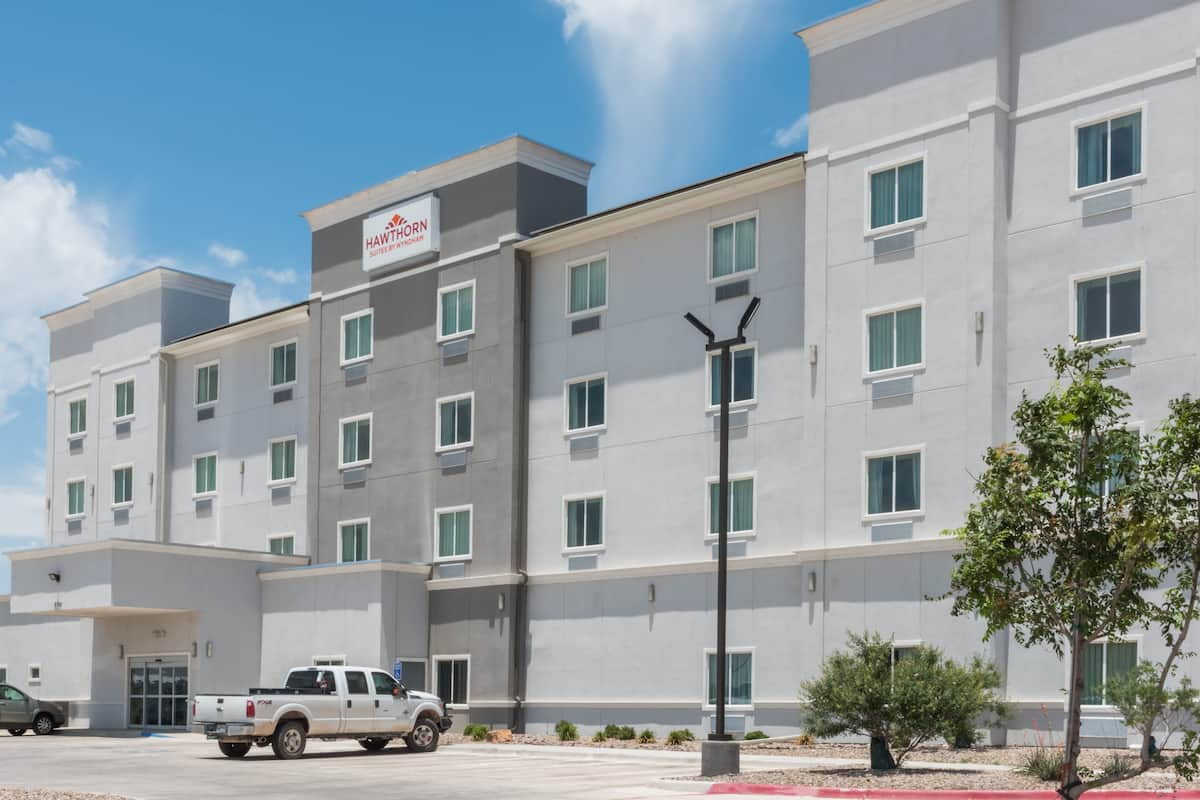 Exterior Of Hawthorn Suites By Wyndham Midland Hotel In Texas