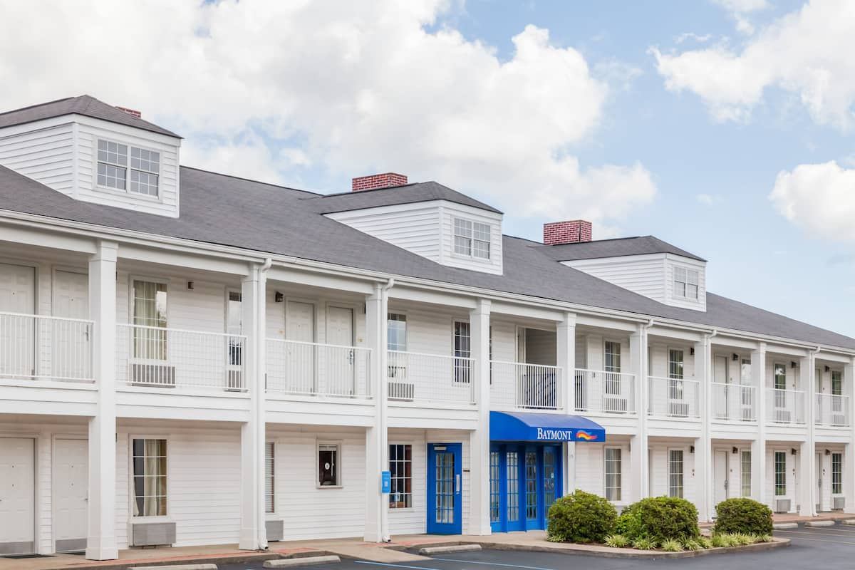 Exterior Of Baymont Inn Suites Florence Muscle Shoals Hotel In Alabama