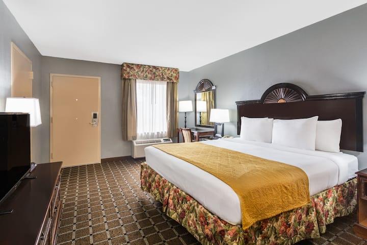 Guest room at the Baymont Inn & Suites Mobile/Tillmans Corner in Mobile, Alabama