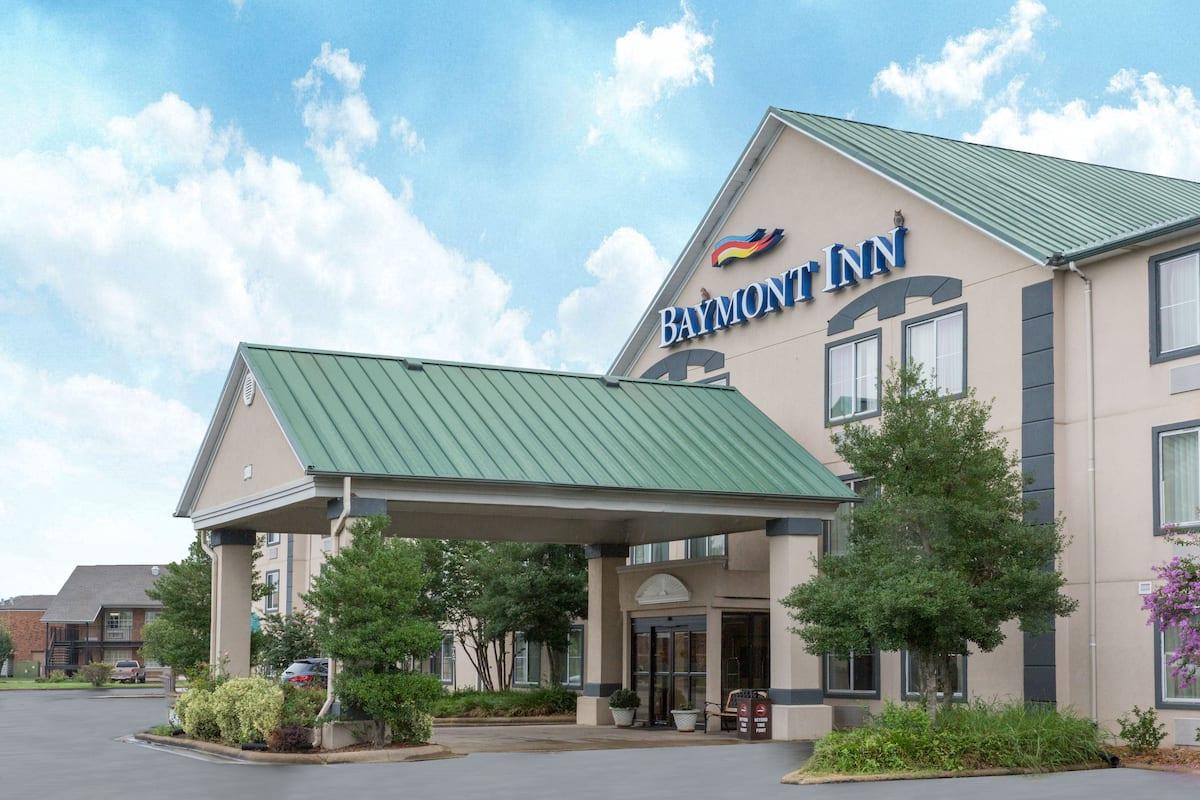 Exterior Of Baymont Inn Suites Jonesboro Hotel In Arkansas