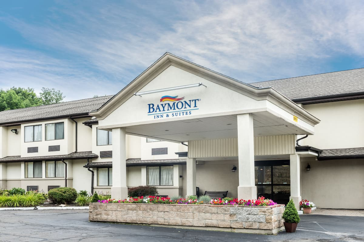 Exterior Of Baymont Inn Suites Branford New Haven Hotel In Connecticut