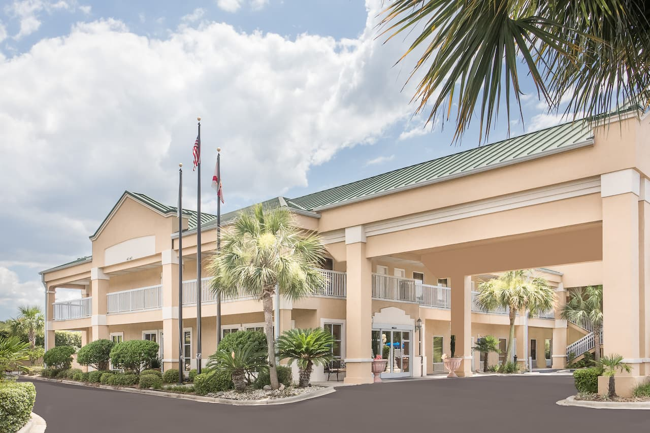 Baymont Inn & Suites Crestview in Mary Esther, Florida