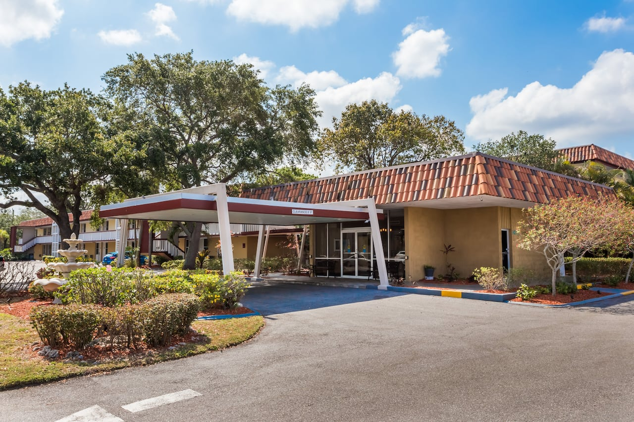 Baymont Inn & Suites Sarasota in Bradenton, Florida