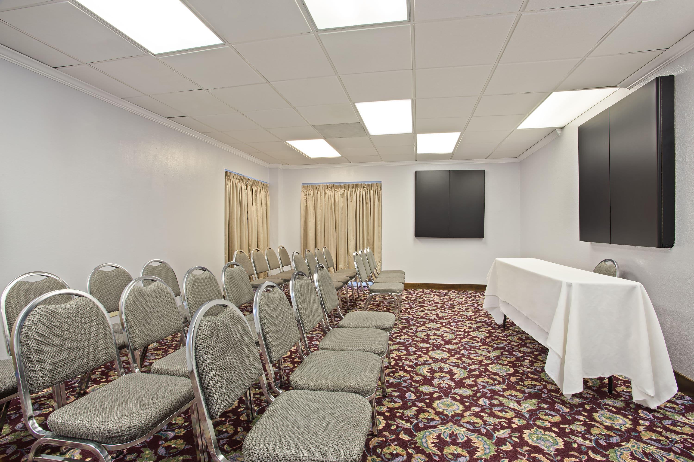 hotelName city Hotels FL 33612