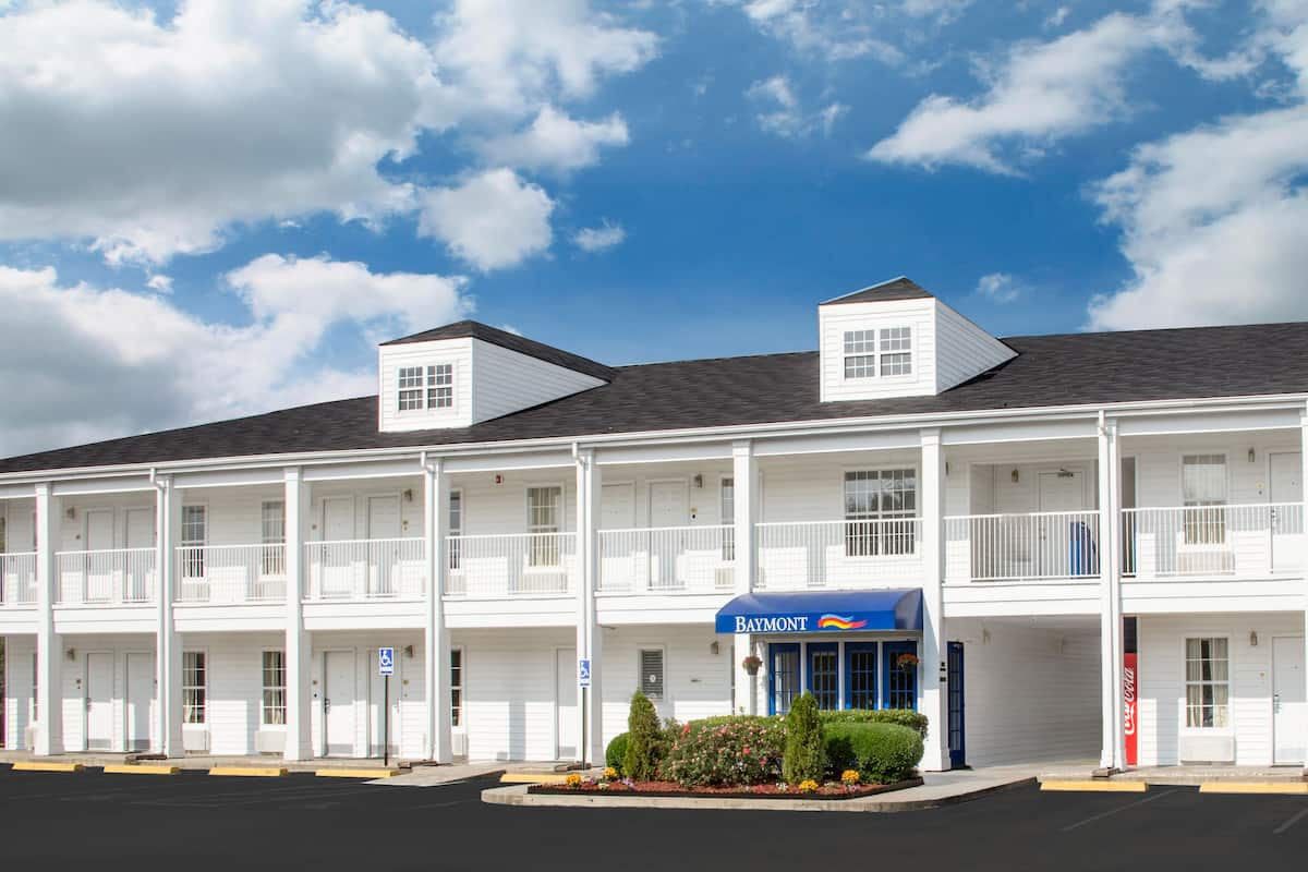Exterior Of Baymont Inn Suites Brunswick Ga Hotel In Georgia