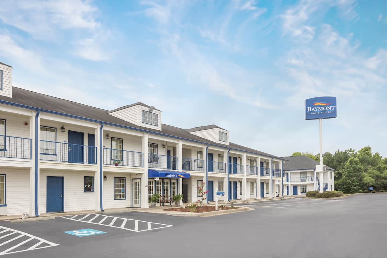 Baymont Inn & Suites Macon I-475 in Forsyth, Georgia
