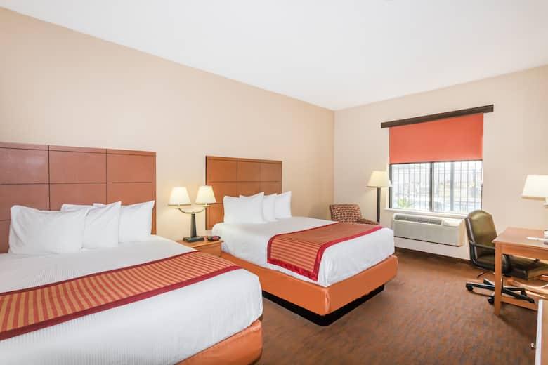 garden city ga hotels. Guest Room At The Baymont By Wyndham Savannah/Garden City In Savannah, Georgia Garden Ga Hotels