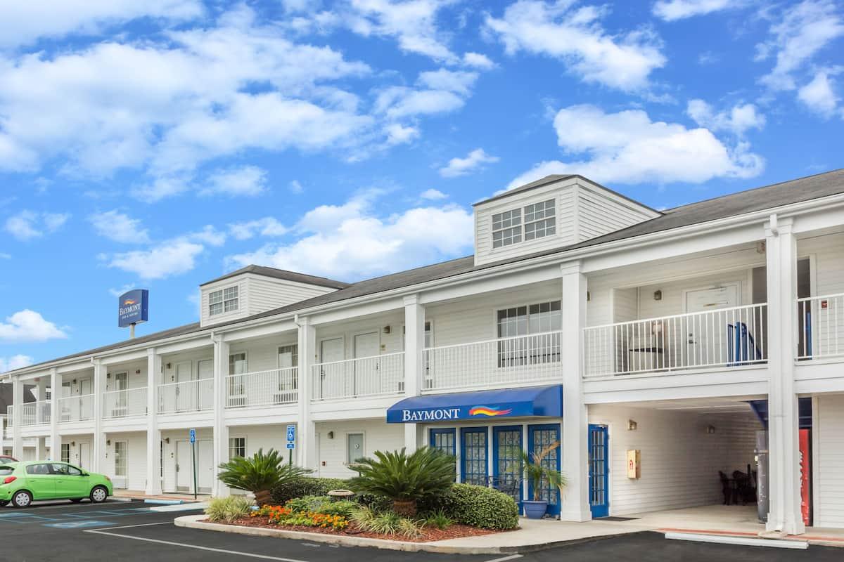 Exterior Of Baymont Inn Suites Valdosta At Mall Hotel In Georgia