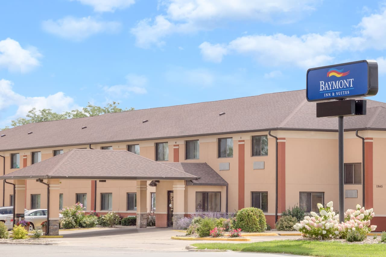 Baymont Inn & Suites Waterloo in  Cedar Falls,  Iowa