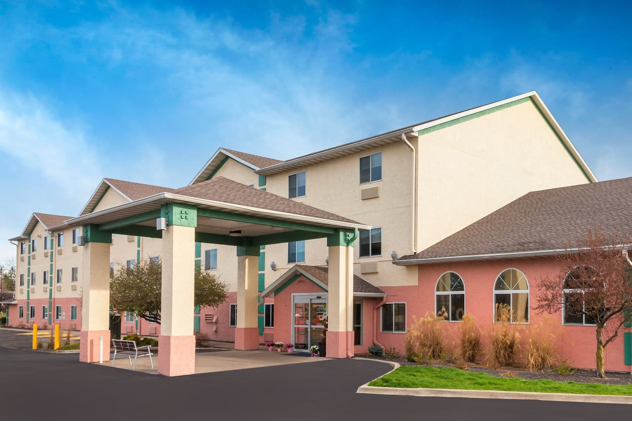 Baymont Inn & Suites Galesburg in Monmouth, Illinois