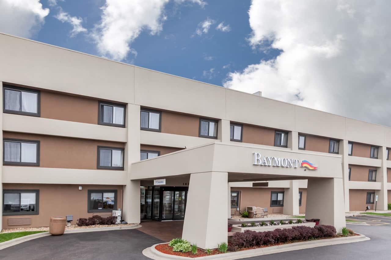 Baymont Inn & Suites Glenview in Lake Bluff, Illinois