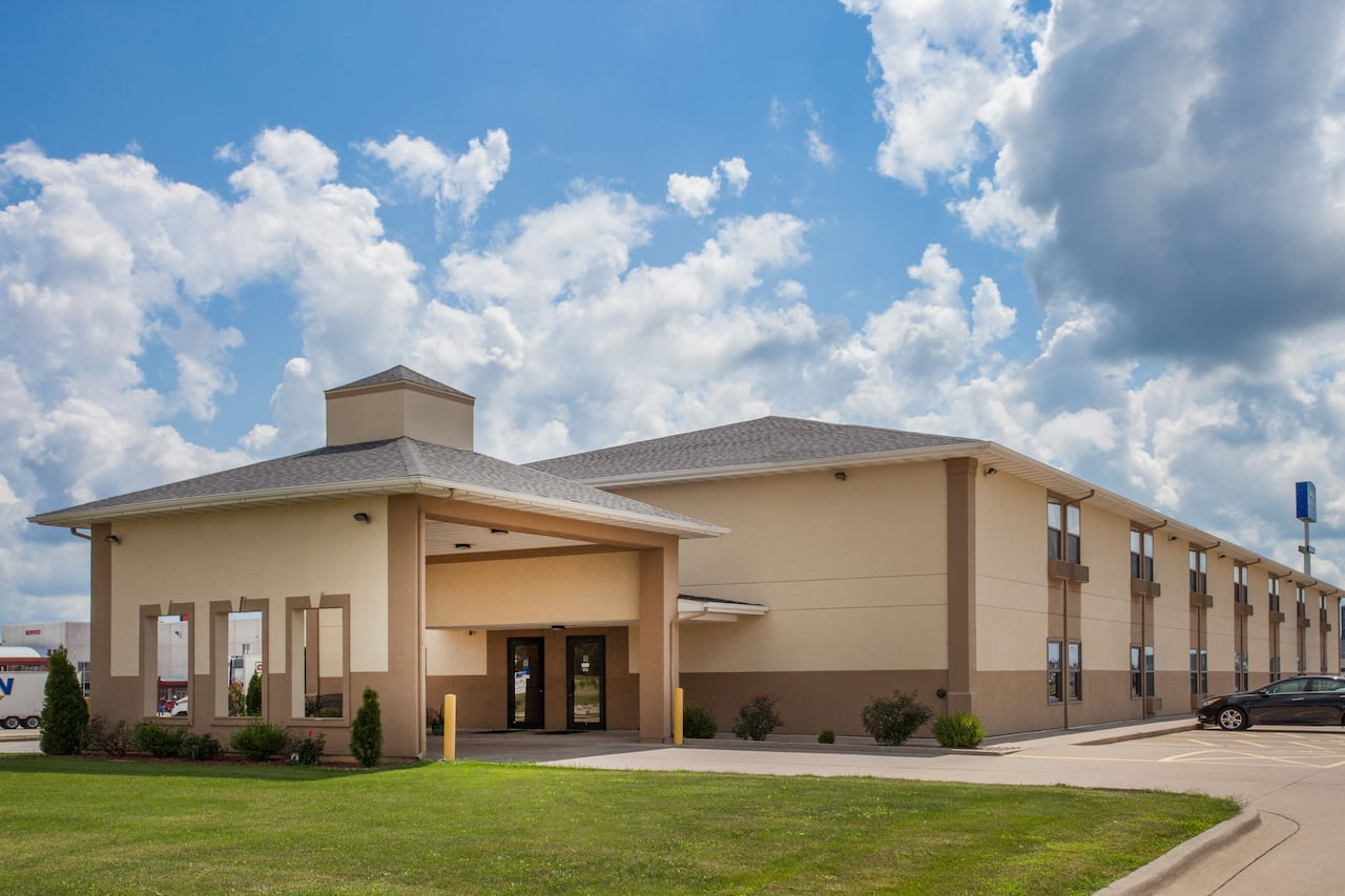 Baymont Inn & Suites Morton in Peoria, Illinois