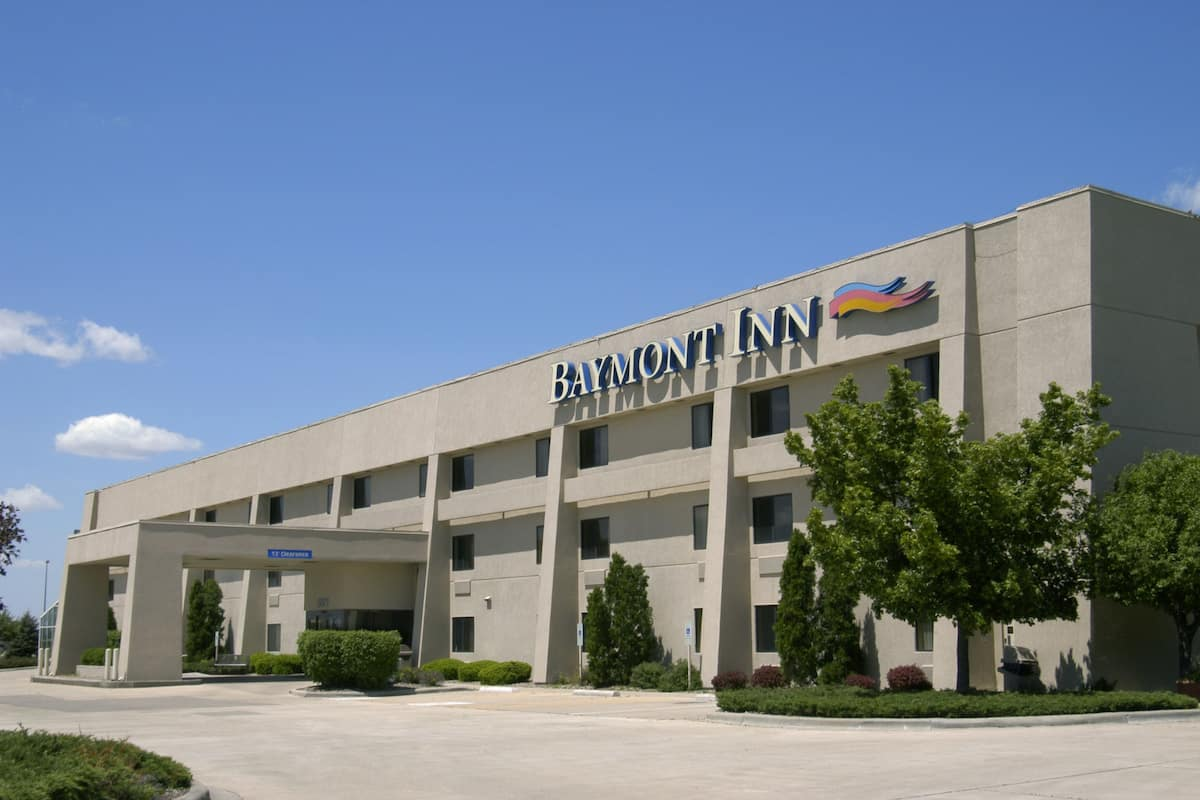 Exterior Of Baymont Inn Suites Springfield Hotel In Illinois