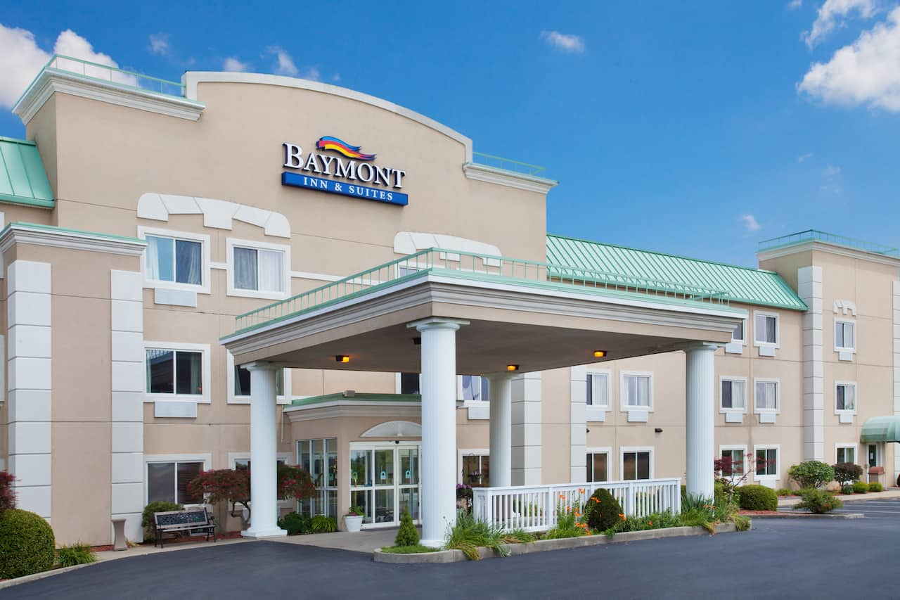 Baymont Inn & Suites Dale in Oakland City, Indiana