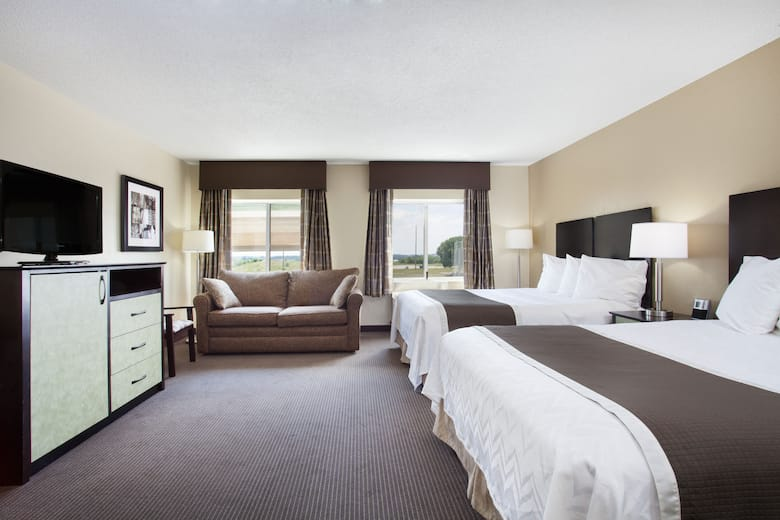 Guest Room At The Baymont Inn Suites Dale In Indiana