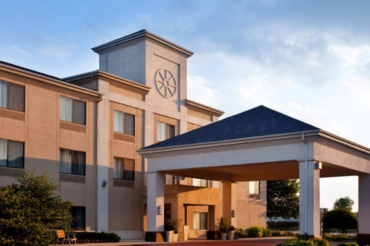 Exterior Of Baymont Inn Suites Merrillville Hotel In Indiana