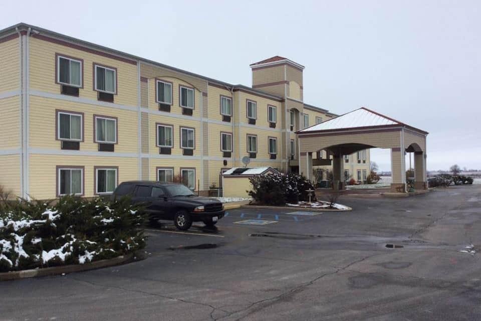 Exterior Of Baymont Inn Suites Rensselaer Hotel In Indiana