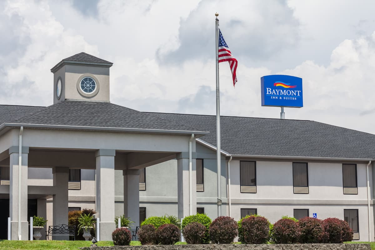 Exterior Of Baymont By Wyndham Madisonville Hotel In Kentucky
