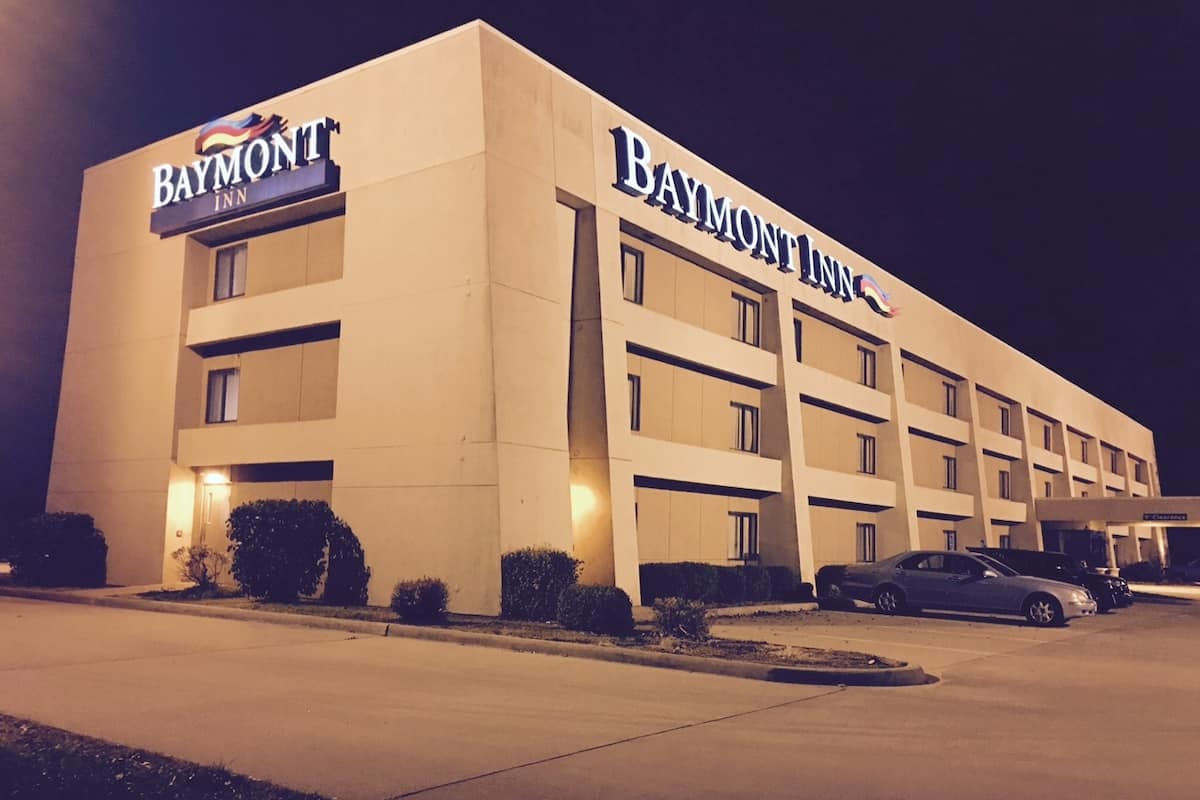 Exterior Of Baymont Inn Suites Paducah Hotel In Kentucky