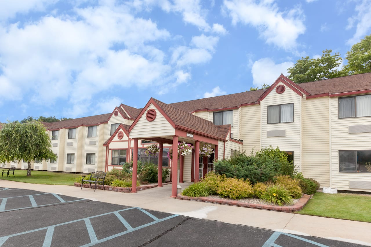 Baymont Inn & Suites Gaylord in  Grayling,  Michigan