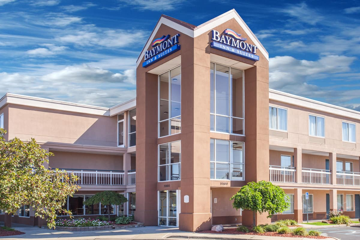 Exterior Of Baymont By Wyndham Madison Heights Detroit Area Hotel In Michigan