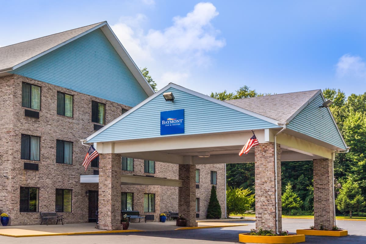 Exterior Of Baymont Inn Suites New Buffalo Hotel In Michigan