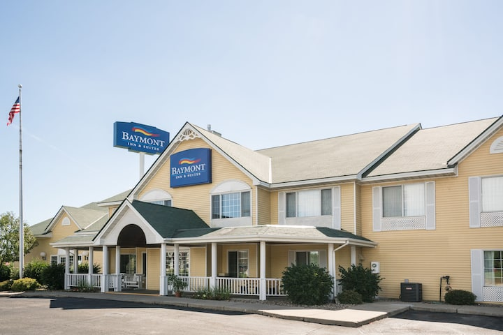 Exterior Of Baymont By Wyndham Albany Hotel In Minnesota