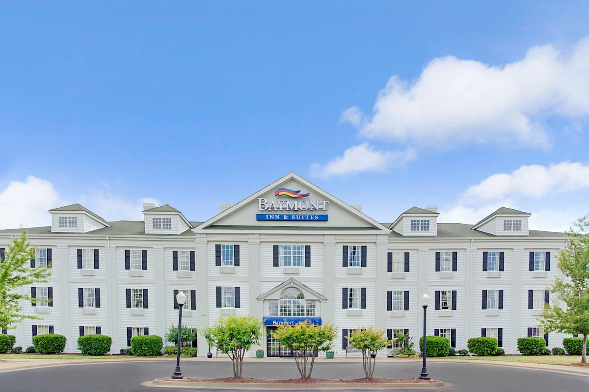 Exterior Of Baymont Inn Suites Pearl Hotel In Mississippi