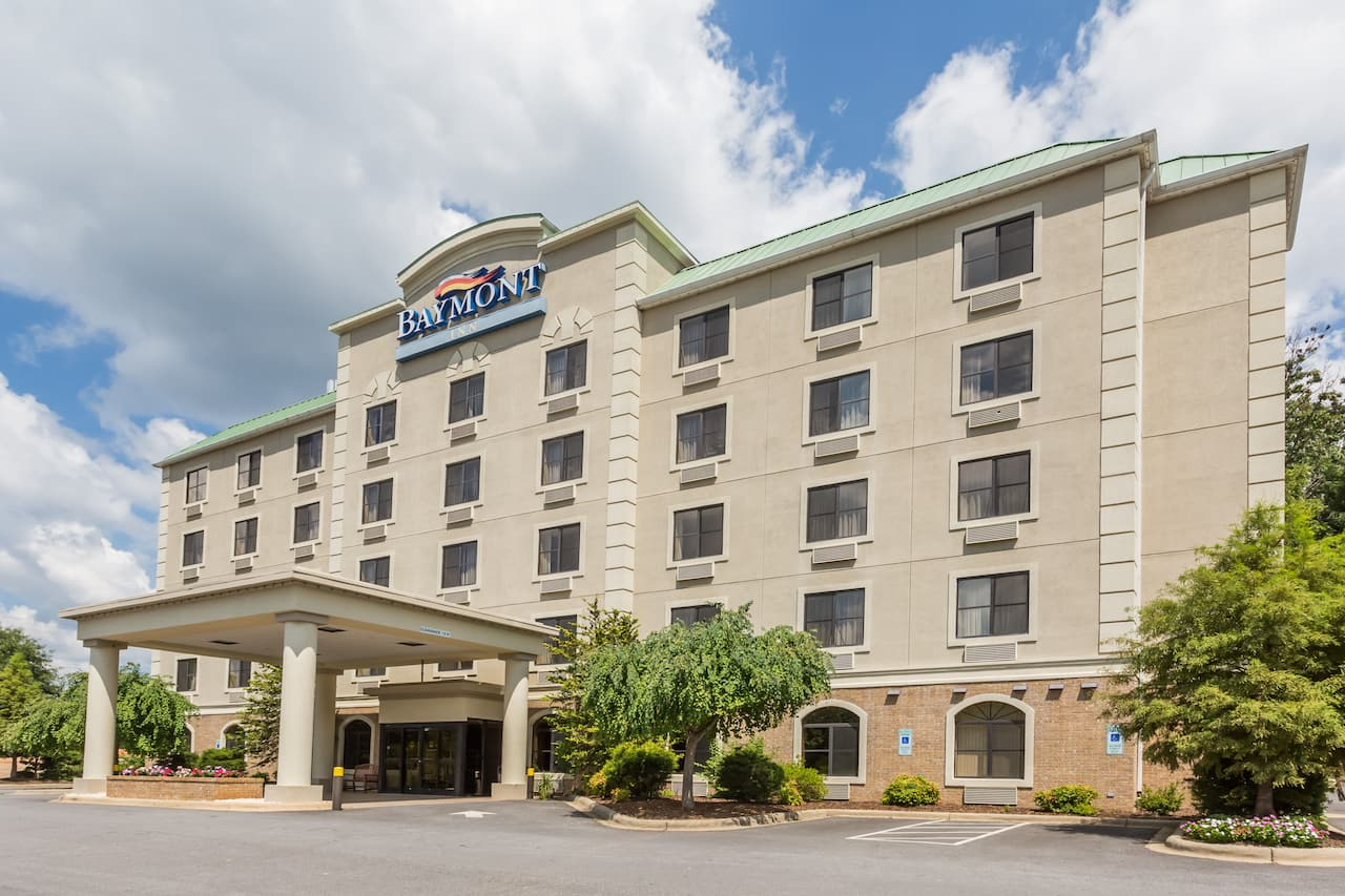 Baymont Inn & Suites Asheville/Biltmore in Hendersonville, North Carolina