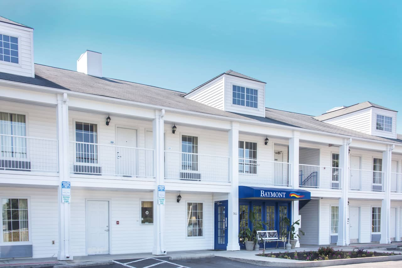 Baymont Inn & Suites Dunn in Fayetteville, North Carolina