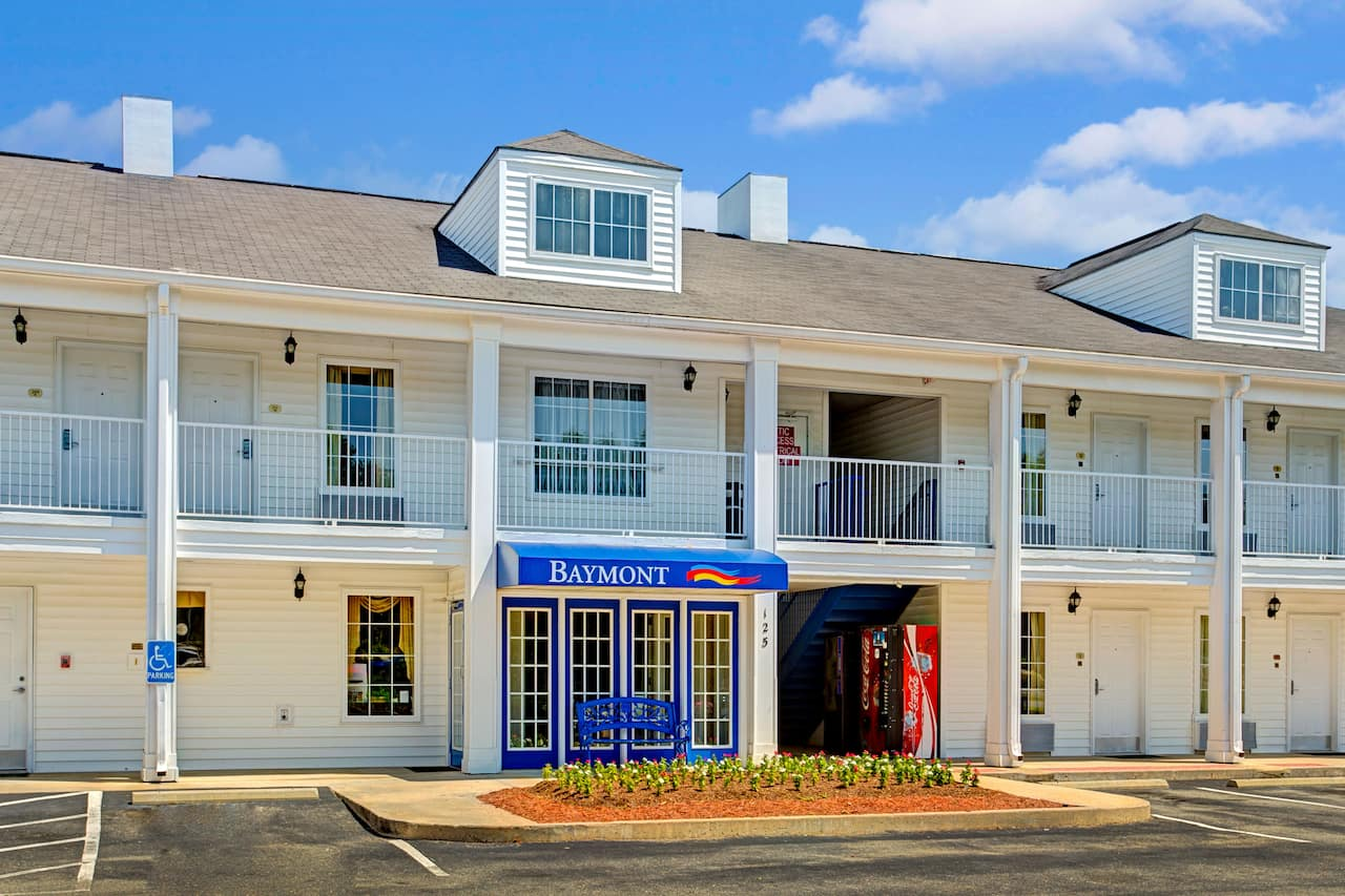 Baymont Inn & Suites Smithfield in Selma, North Carolina