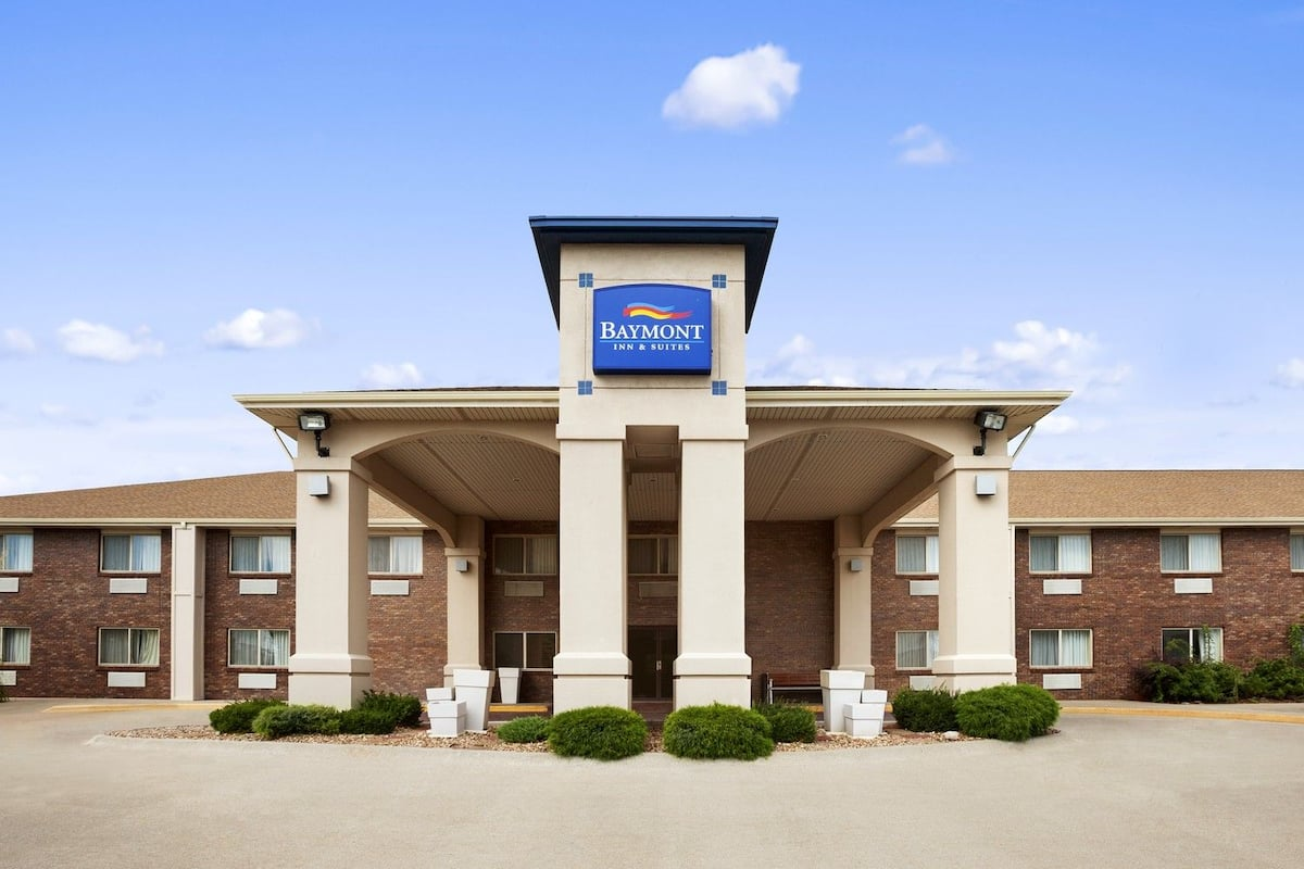extended town lincoln ne street townhouse us southeast com stay hotel house booking m downtown