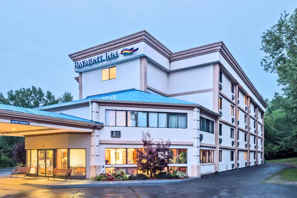 Exterior Of Baymont Inn Suites West Lebanon Hotel In New Hampshire