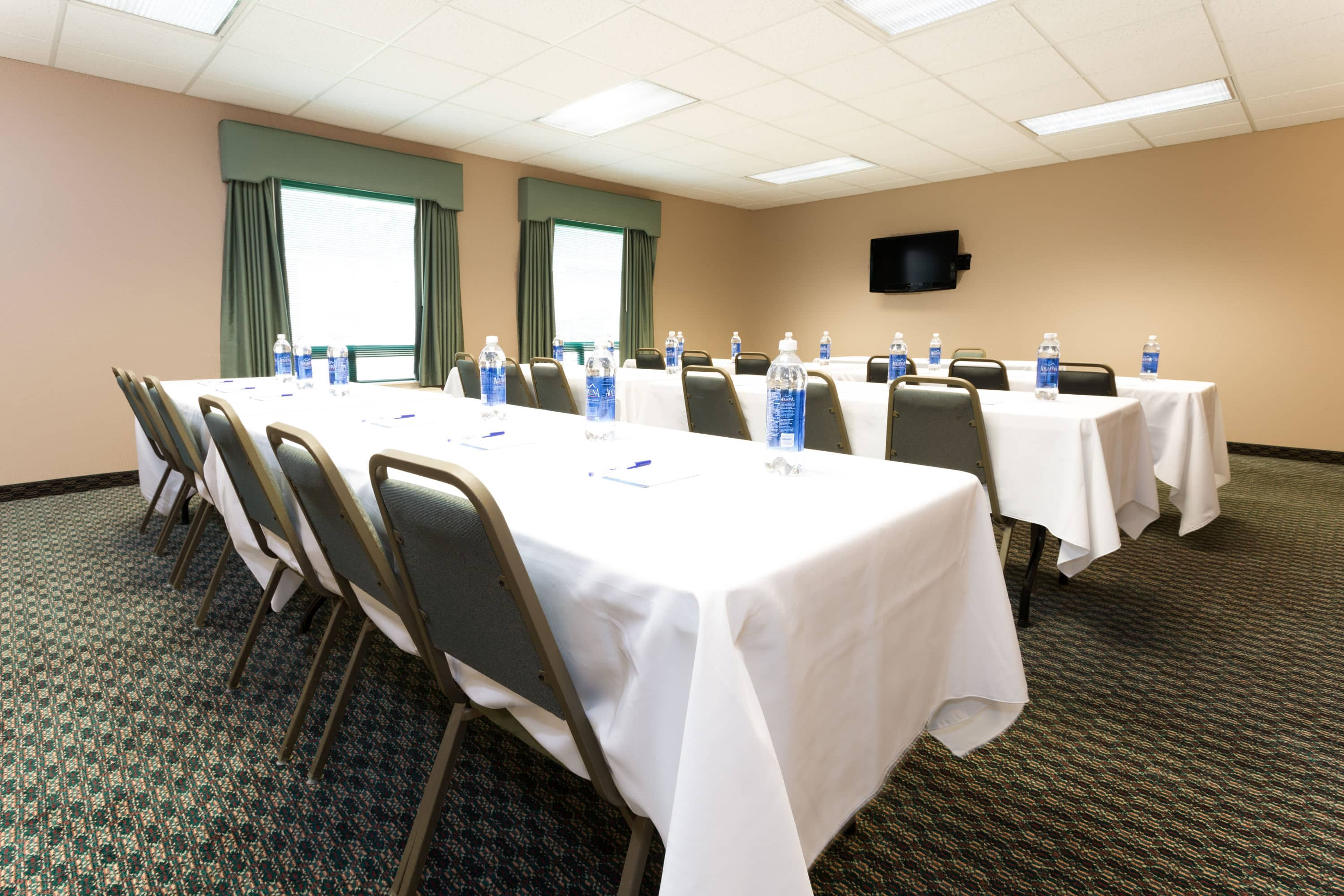 Meeting Room At Baymont Inn U Suites Mason In Ohio With Hotels Near