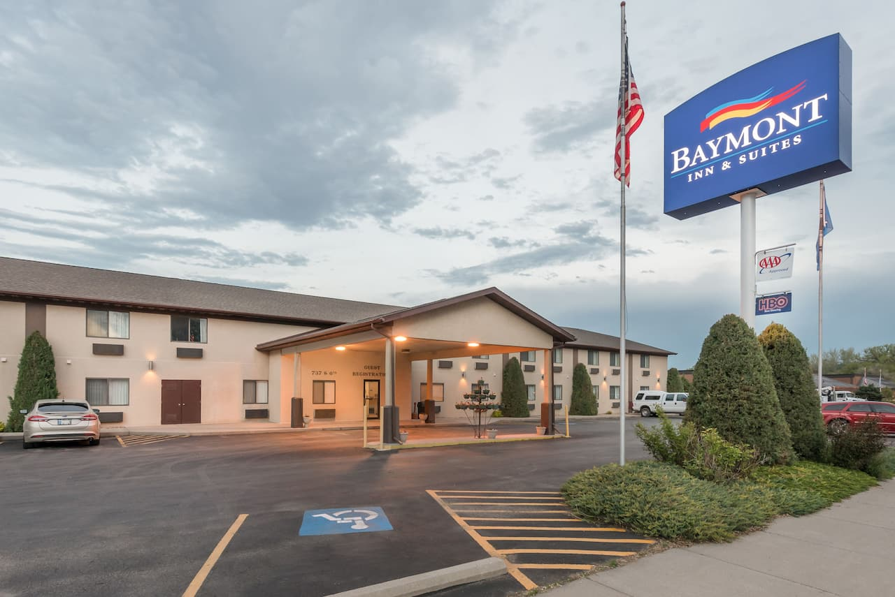 Baymont Inn & Suites Hot Springs in  Custer,  South Dakota