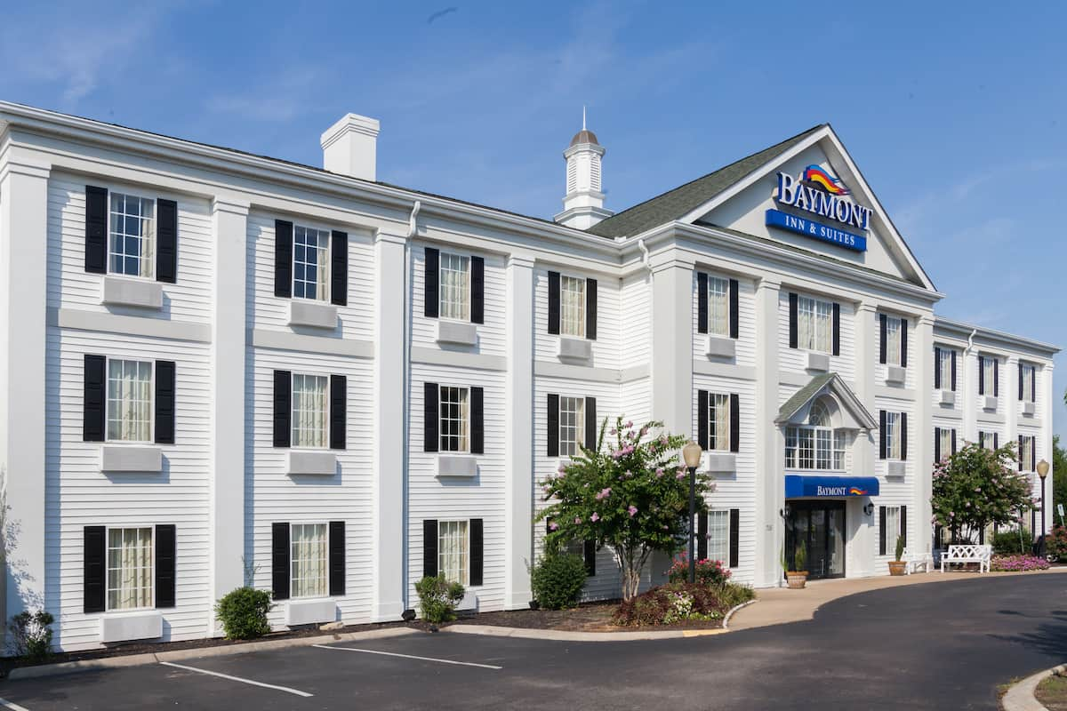 Exterior Of Baymont By Wyndham Columbia Maury Hotel In Tennessee