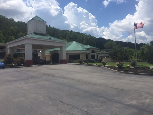 Baymont Inn & Suites Harriman in Lenoir City, Tennessee