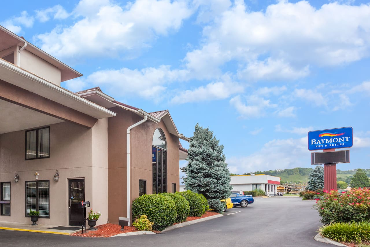 Baymont Inn & Suites Pigeon Forge in Blount, Tennessee