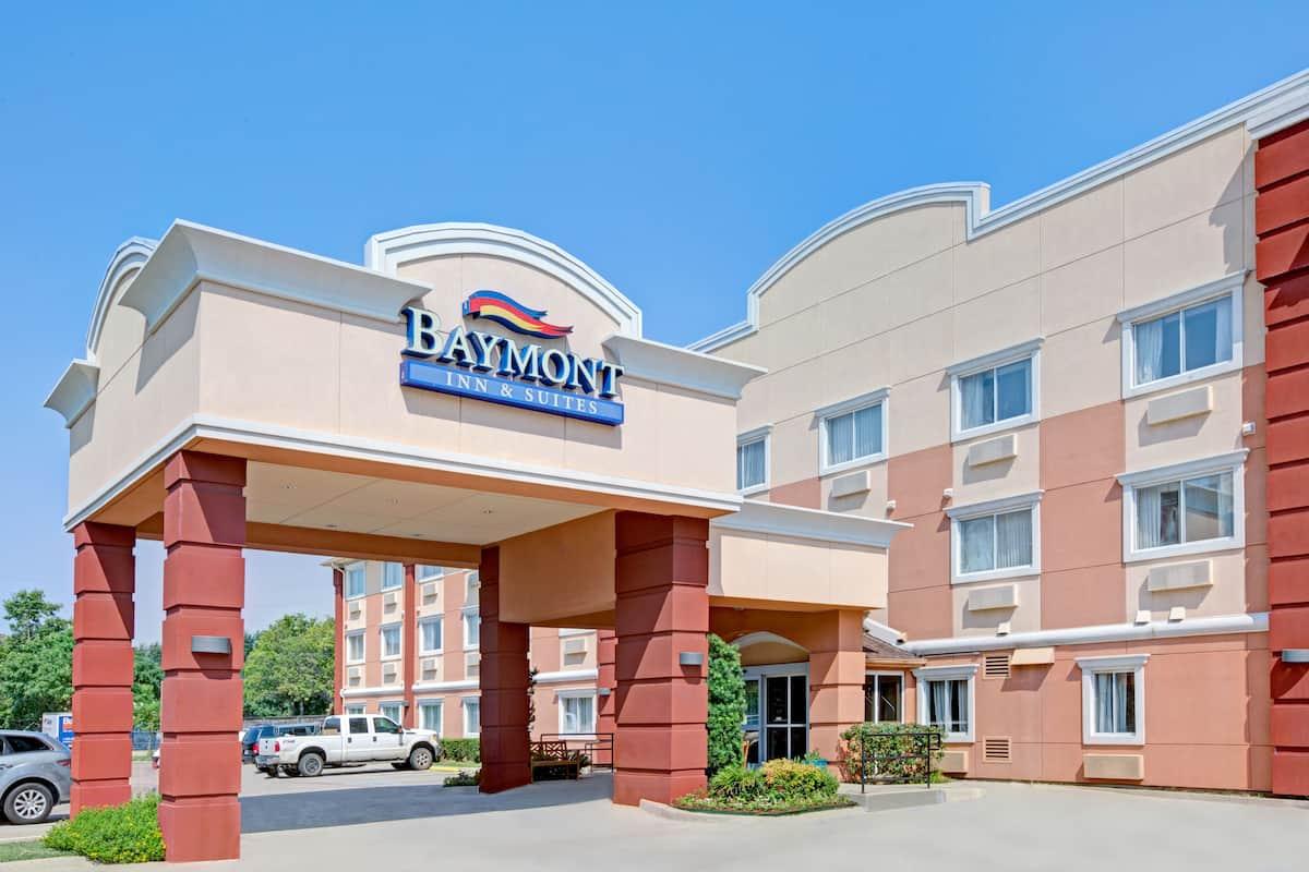 Exterior Of Baymont Inn Suites Dallas Love Field Hotel In Texas