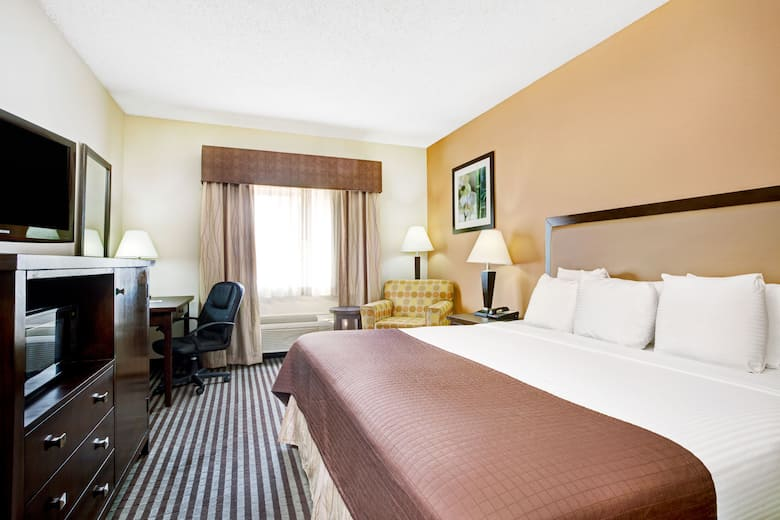 Guest Room At The Baymont Inn Suites Dallas Love Field In Texas