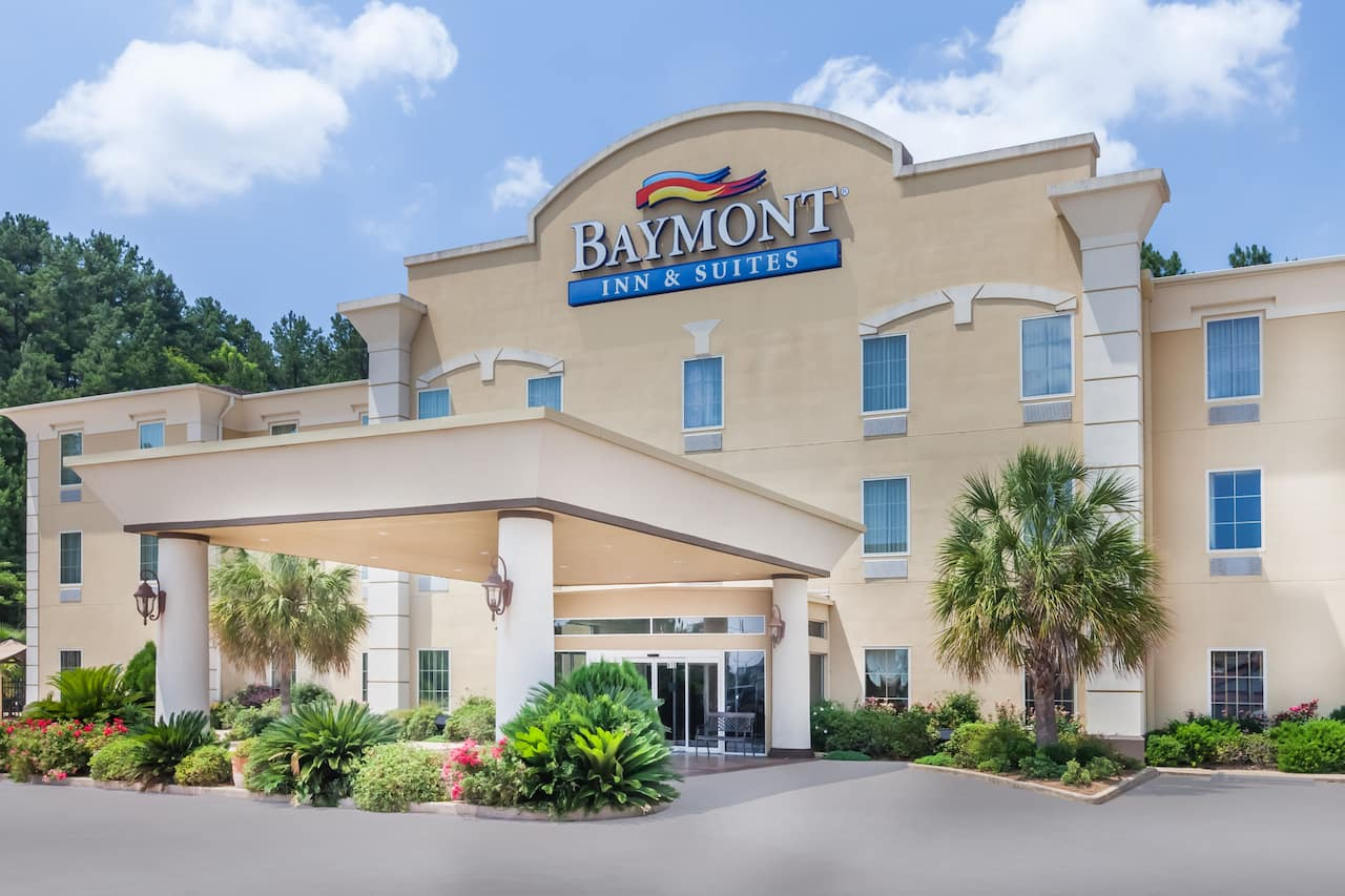 Baymont Inn & Suites Henderson in Longview, Texas