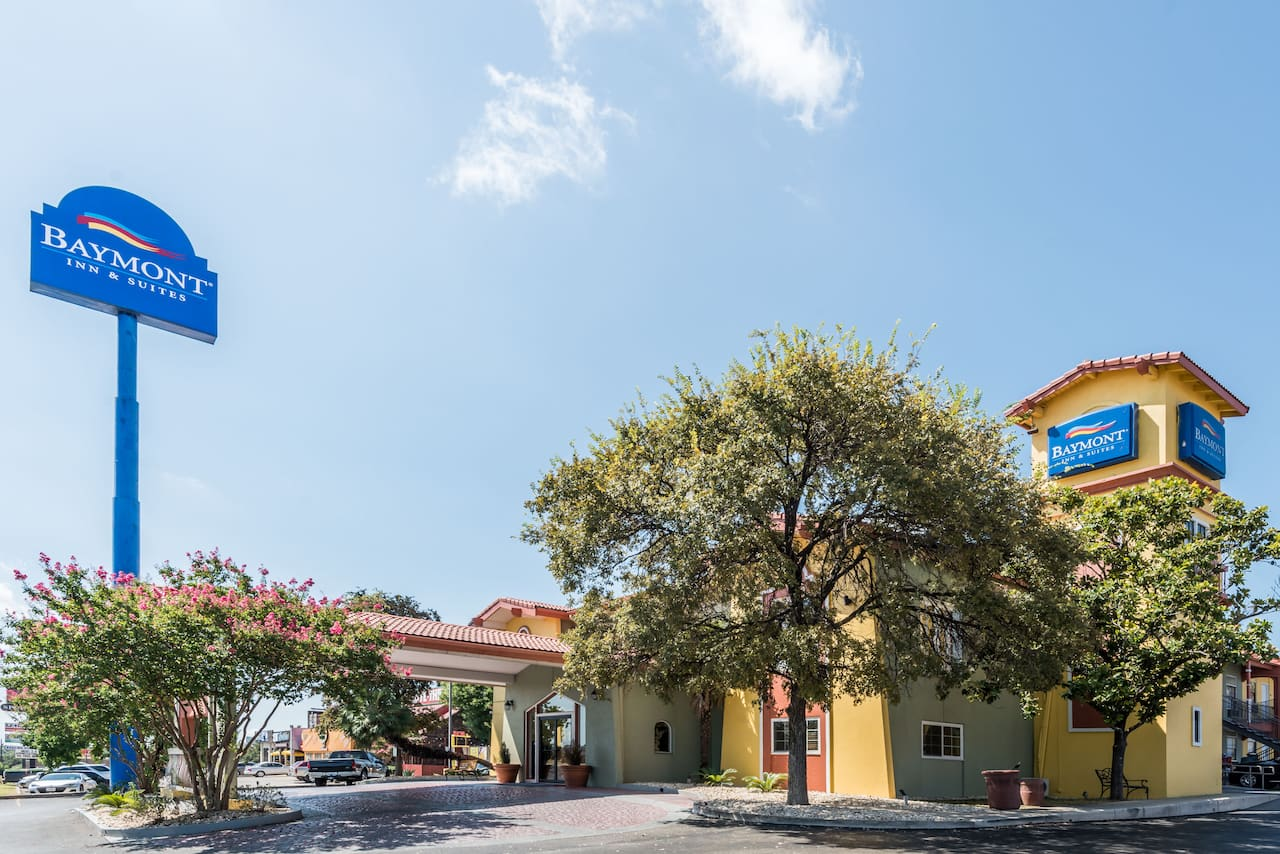 Baymont Inn & Suites San Antonio Near South Texas Medical Ce in  Boerne,  Texas