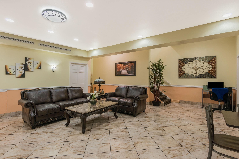 Gallery Of Baymont Inn U Suites San Antonio Near South Texas Medical Ce Hotel Lobby In With Hotels Utsa